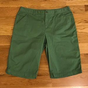 Cute and practical green Bermuda shorts